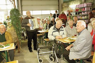 Herbstliches Weinfest lockt 100 Gäste ins Blumenhaus