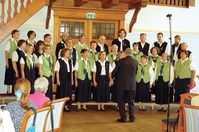 Wunschkonzert: Der Schütte-Chor schlägt viele musikalische Bögen. Foto: mig