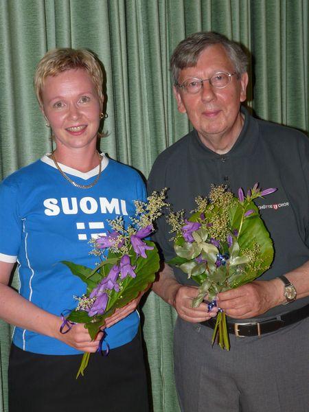 Chorleiterin Ulla Savoleinen vom Chor Sekaset und Chorleiter Jürgen Schütte nach dem Gemeinschaftskonzert.