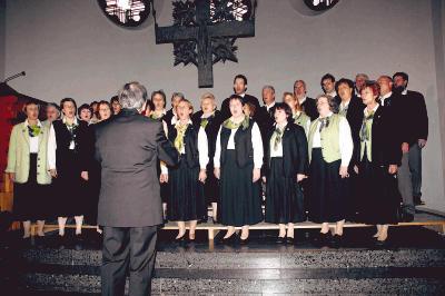 Der Schütte-Chor Bückeburg bedankte sich mit einem Konzert in der Oberlübber Kirche für die langjährige Unterstützung der Hilfsprojekte in Tansania. (Foto: Stefanie Bollmeier)