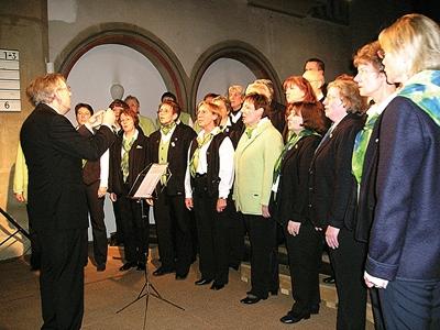 Ambitioniert: Der Chor unter der Leitung von Jürgen Schütte bot ein intensives Klangerlebnis. Foto: sig
