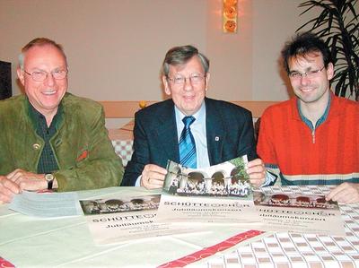 Klaus-Peter Oberheide (von links), Jürgen Schütte und Stephan Hartmann stellen die Details des Jubiläumskonzerts vor. Foto: jp